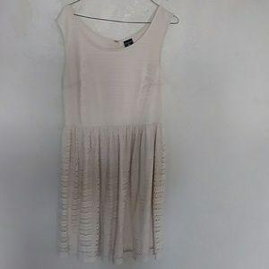 🔴 Sale! 3/$20 items 🔴George cream color dress